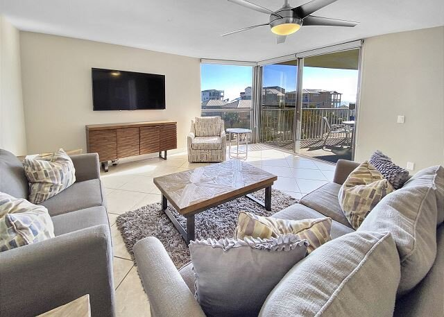 Newly Renovated Beach Front Condo! ~ Free Beach Service!, holiday rental in Miramar Beach