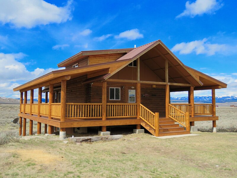 Sheep Mountain Cabin - near West Yellowstone, holiday rental in West Yellowstone
