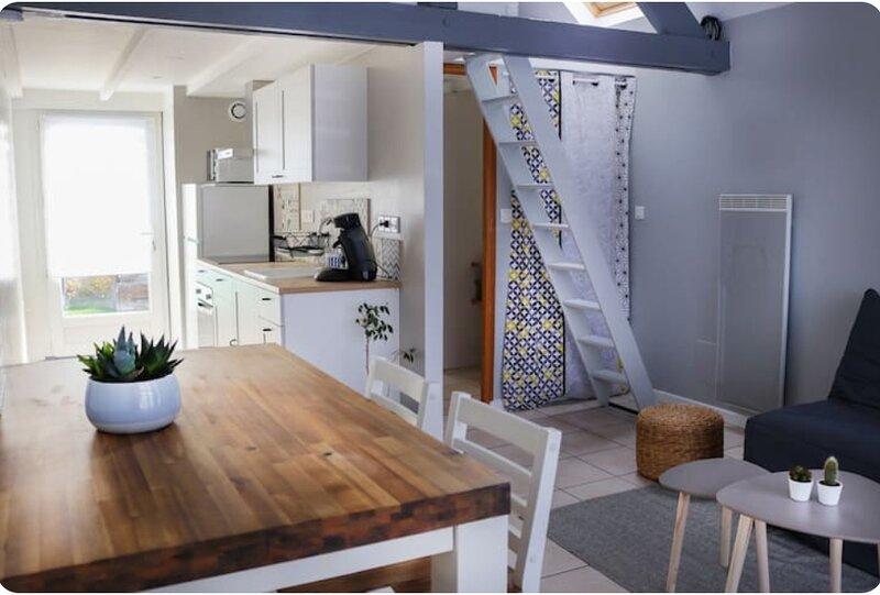Gîte du Viaduc, maison avec parking jardin, proche centre-ville, groupe IMDgites, holiday rental in Fontenailles