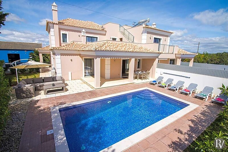Vale Formoso Villa Sleeps 6 with Pool Air Con and WiFi - 5875430, location de vacances à Alfarrobeira