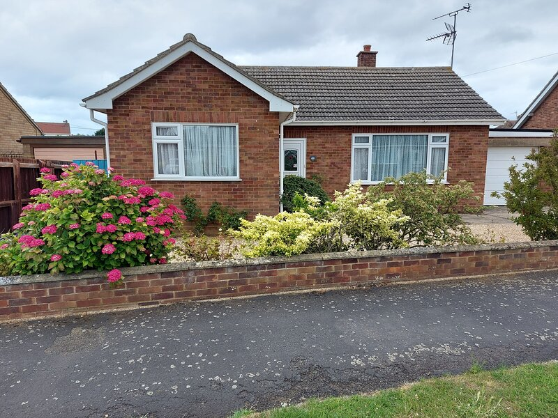 Rosie's - lovely detached bungalow, holiday rental in Heacham