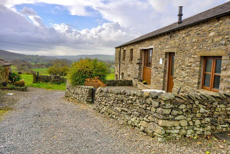 Whernside View - Fellside Cottage, 1-mile from Sedbergh, on the Dales Way Walkin, alquiler vacacional en Sedbergh