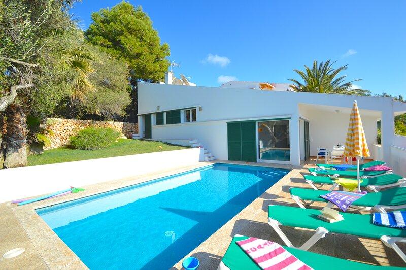 Villa Belinda with private pool and sea views, holiday rental in Santo Tomas