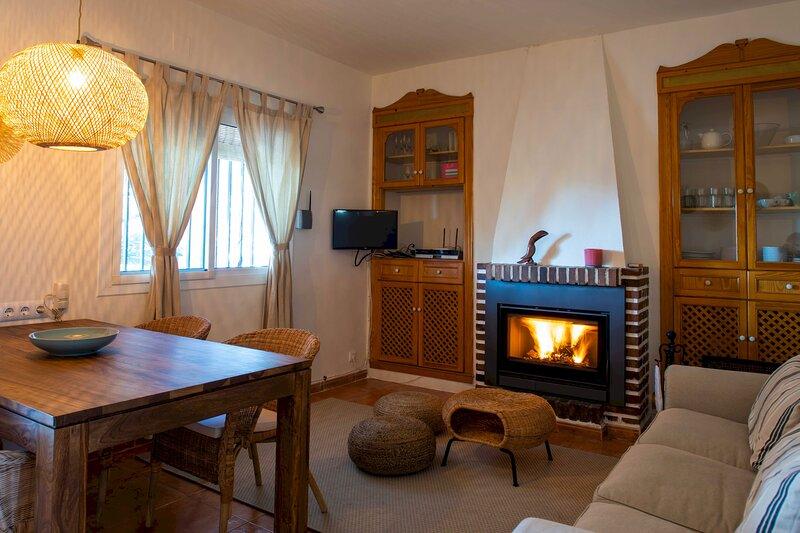 Casa Mela - Hermosa Casa Rural con Piscina, location de vacances à Domeno