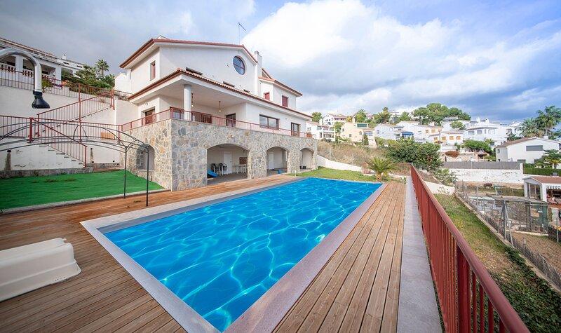 R115 Villa Pinell con vistas panoramicas, alquiler de vacaciones en El Vendrell