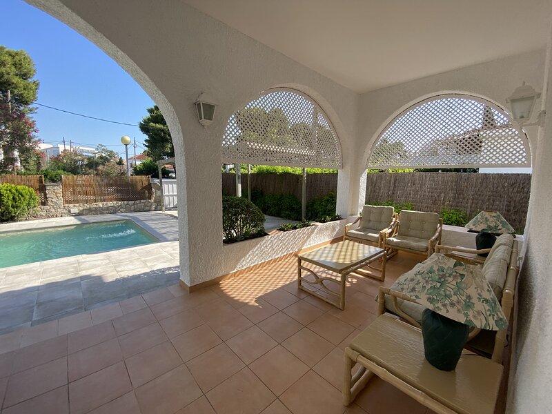 R5 Villa de 5 dormitorios en alquiler en Comaruga, Costa Dorada, location de vacances à El Roc de Sant Gaieta
