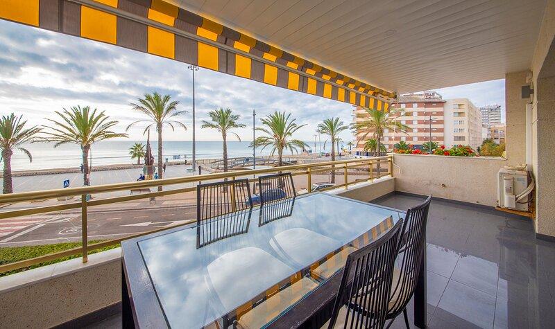 R114 Beachfront apartment Ca La Laura, holiday rental in Calafell