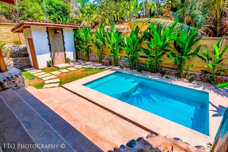 OUTDOOR LIVING!! Private 2 Bedroom Villa with Pool, vacation rental in Esterillos Oeste
