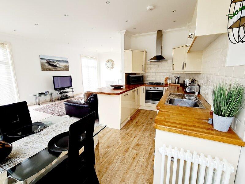 Seas the Day - Luxury Beach Apartment - Sleeps 4, vacation rental in Ramsgate