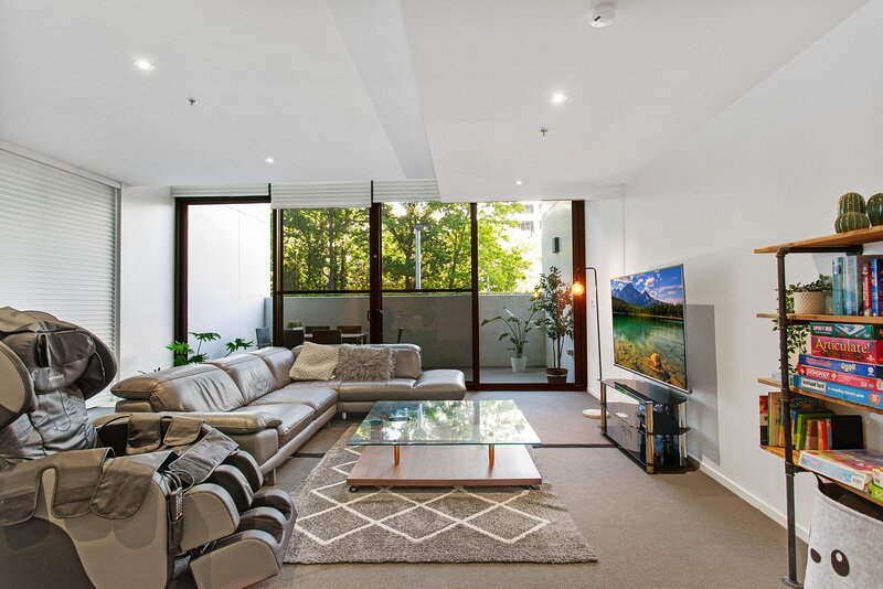 Hi-tech City Unit with Parking, Patio, Gym and Pool, vacation rental in Australian Capital Territory