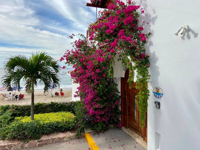 PRIVATE HOUSE LOCATED DIRECTLY ON A BLUE FLAG BEACH, alquiler de vacaciones en Puerto Vallarta
