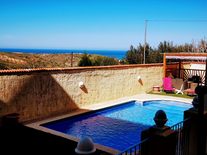Villa piscine sans vis a vis ghazaouet Algérie, vacation rental in Tlemcen