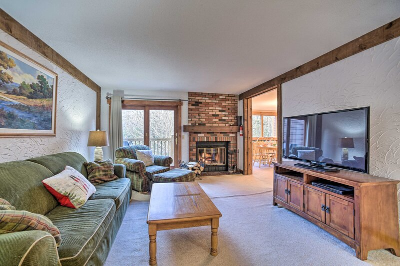 NEW! Mount Snow Ski Retreat w/ Balcony & Fireplace, holiday rental in Wardsboro