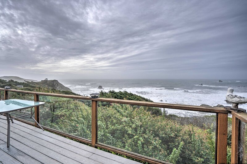 NEW! 'Serenity By The Sea' - Chic Oceanfront Home!, vacation rental in Brookings