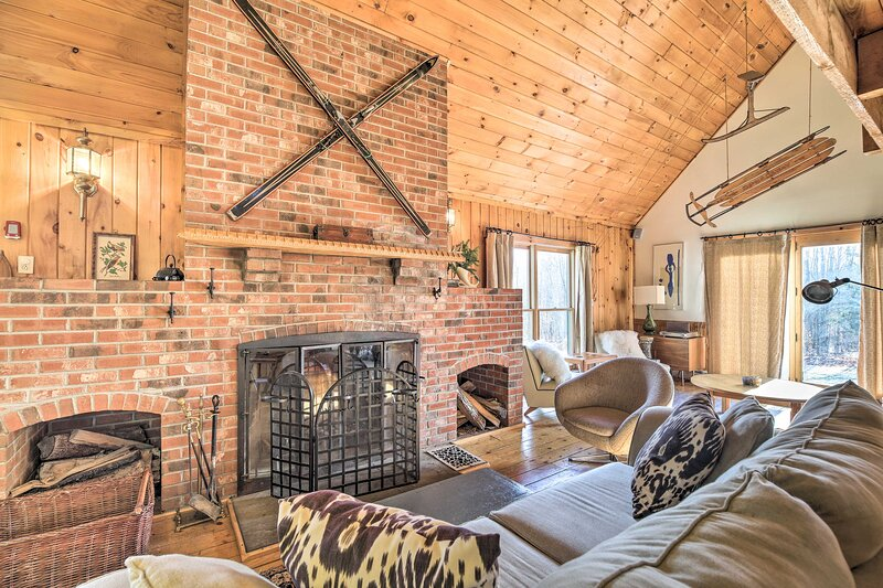 Secluded Upscale Cabin - Near Jay Peak Resort, holiday rental in Lowell