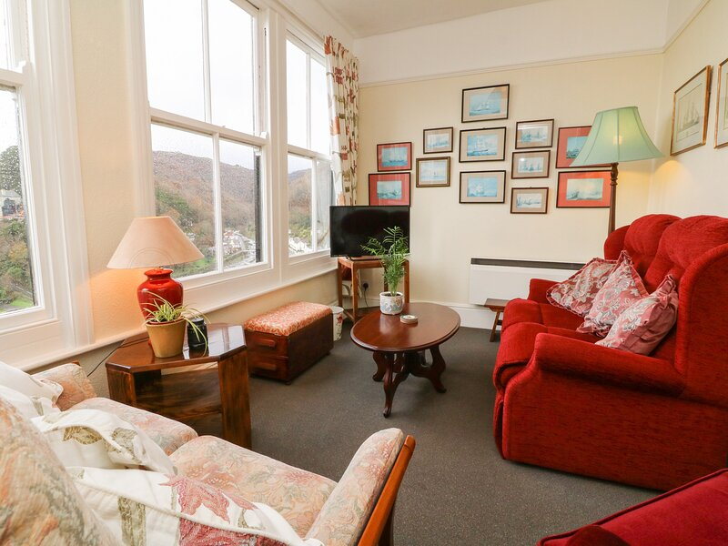 FLAT 6, first floor apartment, two bedrooms, pet welcome, in Lynmouth, Ref, holiday rental in Barbrook