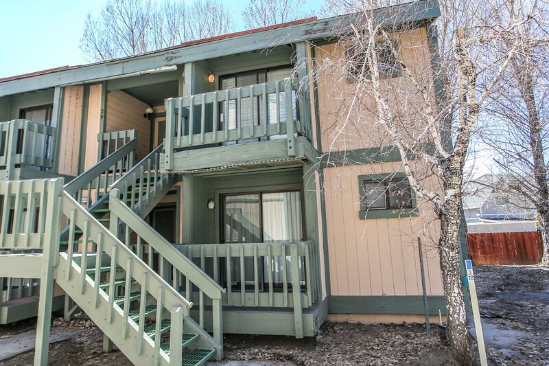 Boulder Bay Lakeside Suite Condo, alquiler de vacaciones en Angelus Oaks