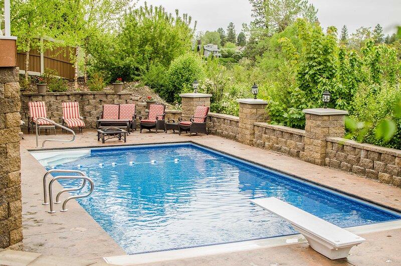 Grand Getaway w/ Hot Tub in Spokane Valley!, holiday rental in Spokane Valley