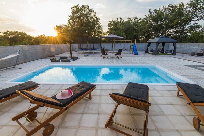 Poolincluded Villa Dreams, holiday rental in Policnik