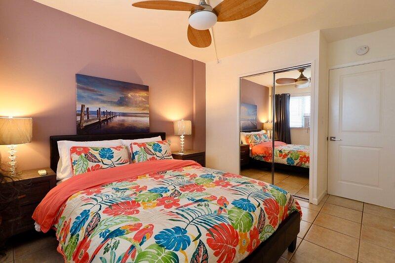 Waikiki 2 bedroom-2 Blocks to the beach | Free Designated Parking, alquiler de vacaciones en Kahala