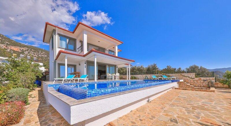 Villa Nova - 3 bedroom villa with fabulous views, holiday rental in Demre (Kale)