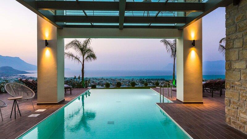 Villa Emilia I Heated pool, amazing seaview, next to the town, holiday rental in Kallergiana