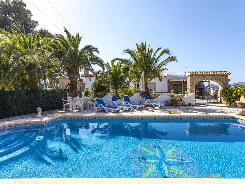 CASA MORA - Villa vacacional rodeada de naturaleza en la costa de Benissa, holiday rental in Canor
