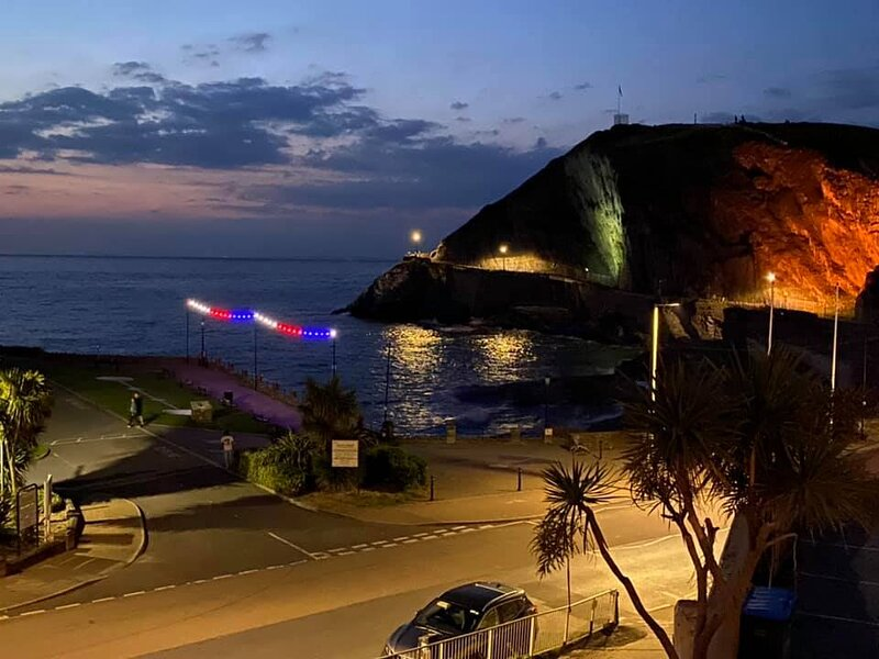 3 The View Luxury seafront apartment. hot tub, parking and lift, casa vacanza a Ilfracombe