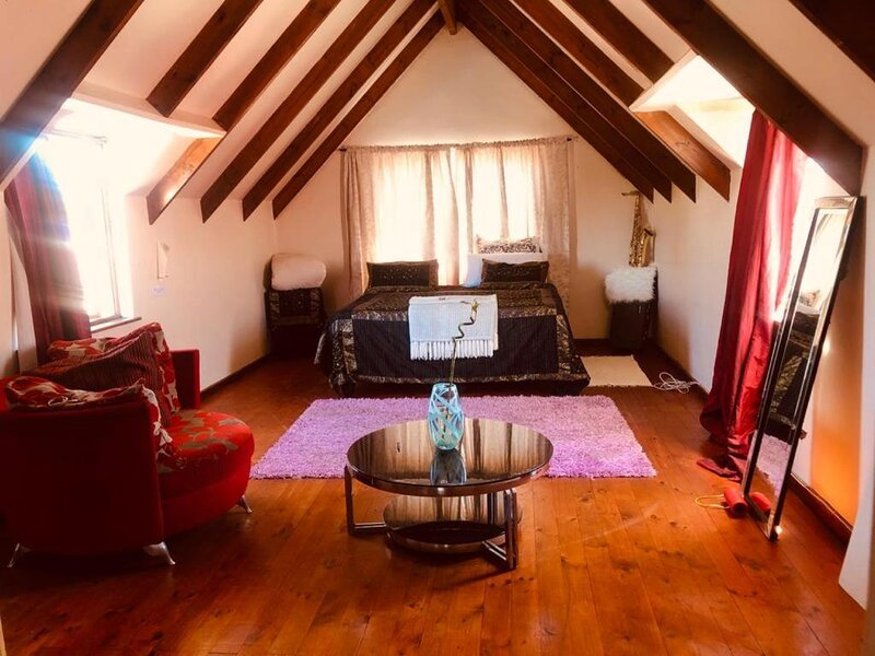 Zagorskis Bb Lovely room with balcony, alquiler vacacional en Parklands