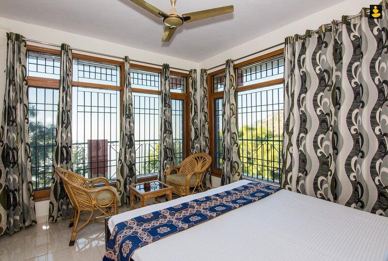 LivingStone 2BHK Cozy Homestay in Kasauli Hills, holiday rental in Manimajra