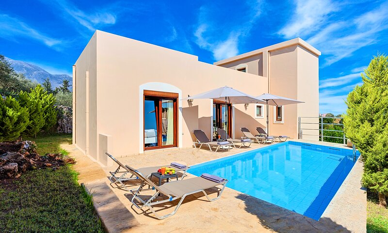 Cretan Residence | Private Pool, holiday rental in Kastellos