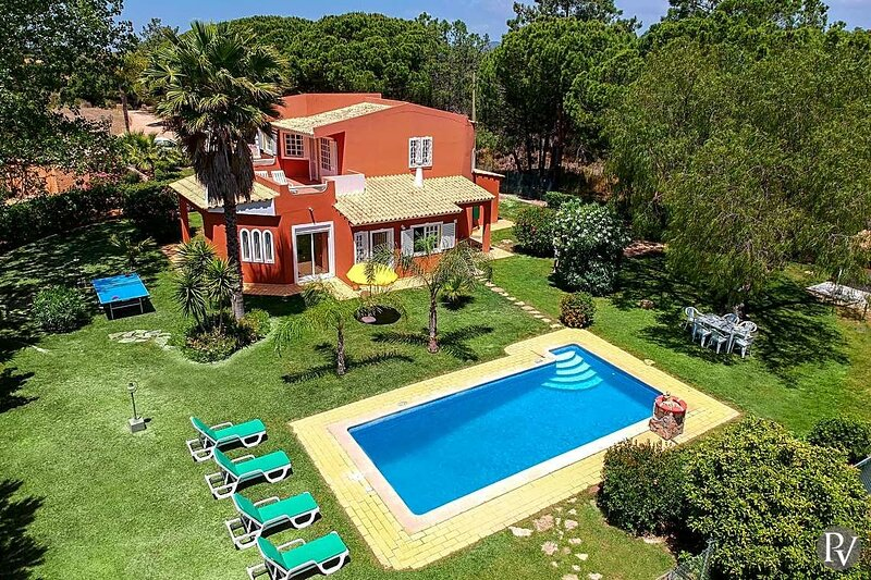 Sao Lourenco Villa Sleeps 6 with Pool Air Con and WiFi - 5875651, location de vacances à Alfarrobeira