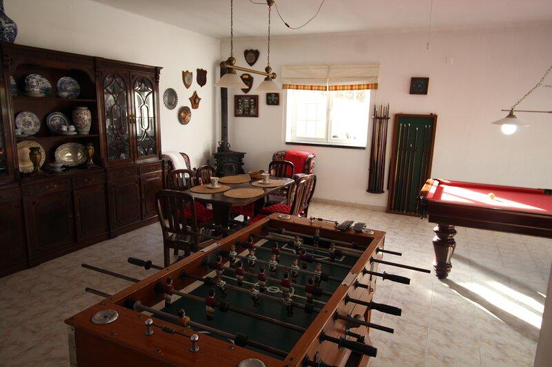 Casa São Jorge: Extended family holiday house., holiday rental in Sao Joao das Lampas