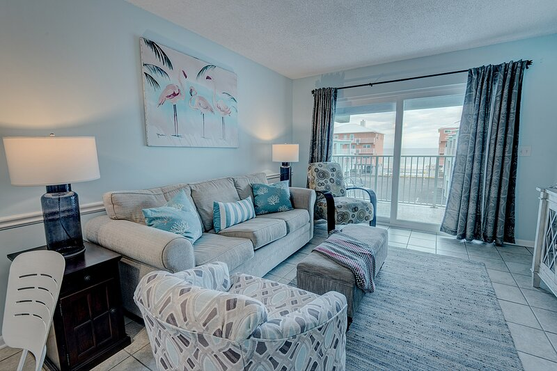 Gorgeous Beach Front Condo Just Steps Away From A Beautiful White Sandy Beach, casa vacanza a Costa del Golfo