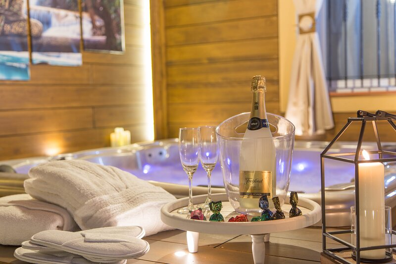 LUNA HOME Jacuzzi Love Relax, holiday rental in Ibi