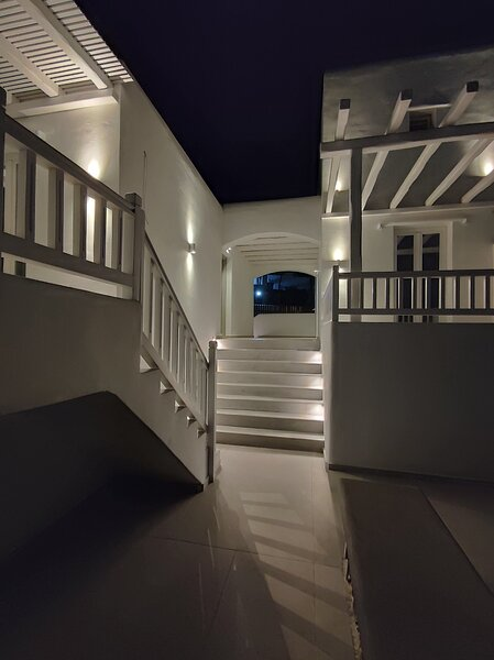 Sofos Suites Mykonos (1 bedroom with separate living room with double sofa  bed), Ferienwohnung in Mykonos