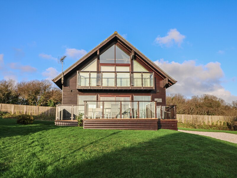 Willow Lodge, St Columb Major, holiday rental in Talskiddy