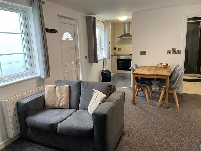 Beautiful 2-Bed Apartment in Ilfracombe, holiday rental in Bittadon