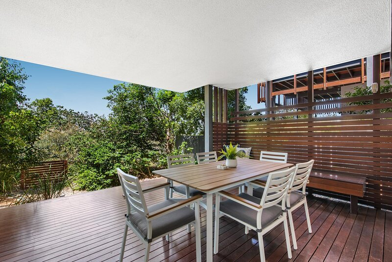 Family Unit With Parking and Pool 160m From Beach, holiday rental in Diddillibah