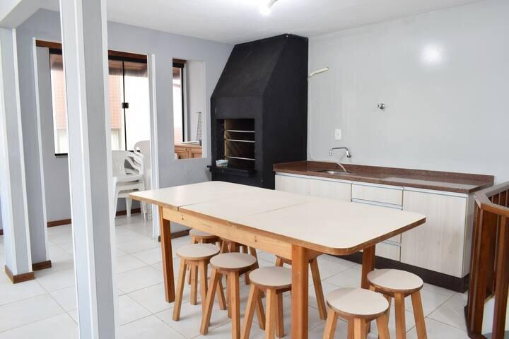 Apartamento Amplo, Completo e Aconchegante na Meia Praia, casa vacanza a Canelinha