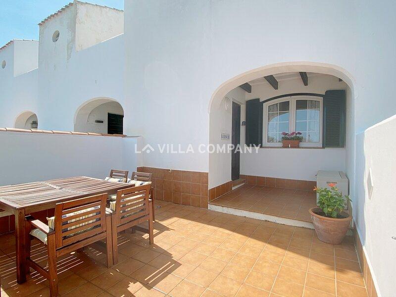 Apartment Hua Hin, Fully Equipped, BBQ, Sea Views and 3 Mins to Beach, location de vacances à Es Grau