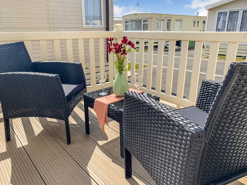 Mistral 3-bed Holiday Home in Rhyl, vacation rental in Kinmel Bay