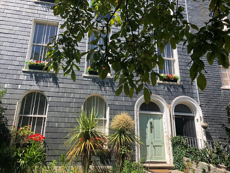 ❤️ Stylish Garden Getaway with Parking for a WORKER, holiday rental in Plymouth