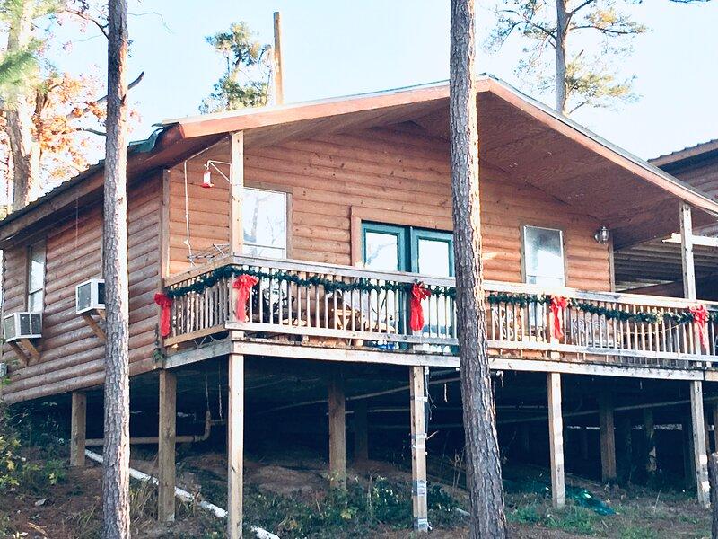 Beautiful Waterfront Cabin #3 on Lake Livingston Texas – semesterbostad i Livingston