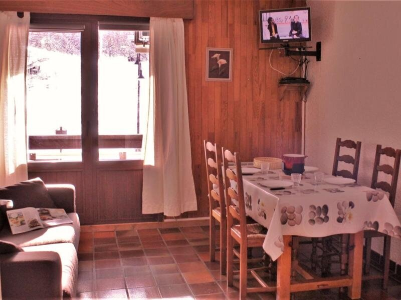 Appartement Studio coin montagne 4 couchages RISOUL 1850, holiday rental in Chateauroux-les-Alpes