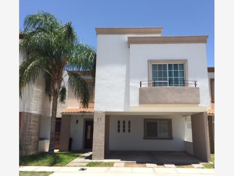 Casa Sanitizada con Alberca a 5 min de Galerias/Zona industrial/ TSM, holiday rental in Torreon