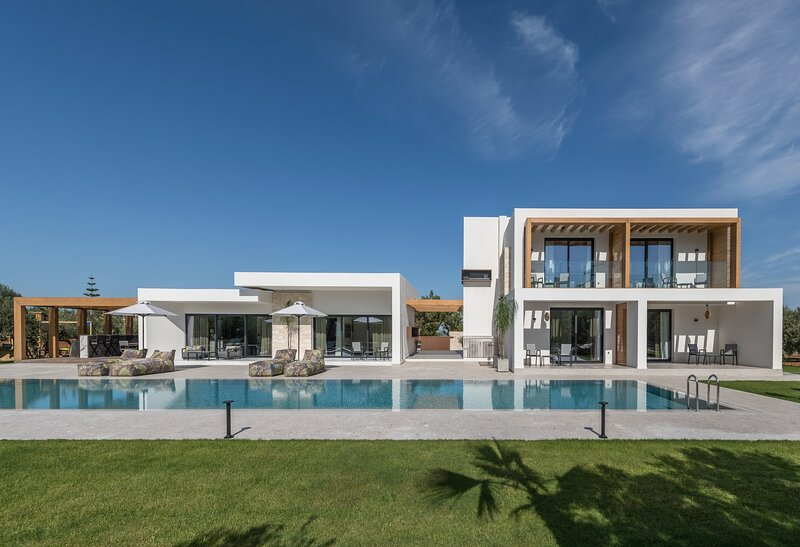 Brand new villa Olive, 8 bd, heated pool, privacy, luxury, ideal for big groups, holiday rental in Epano Gouves