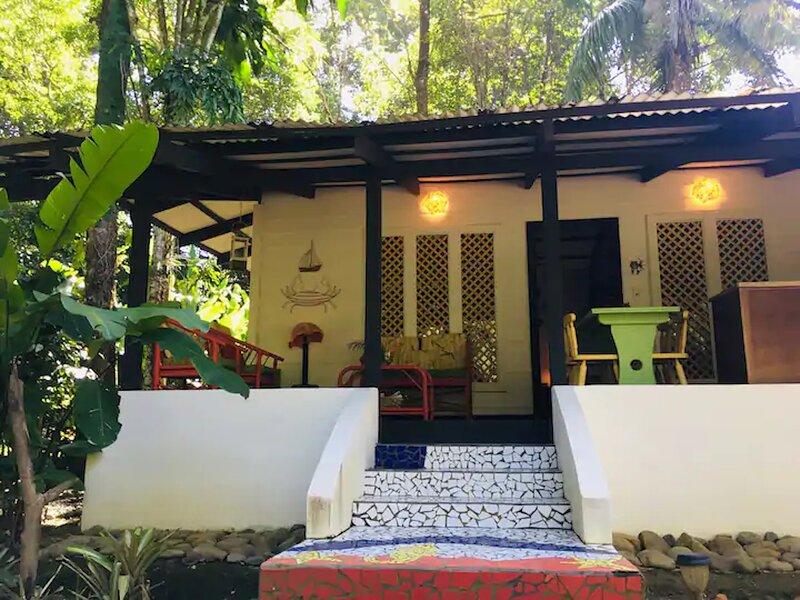 C2 Coralina Comfortable CHIC Bungalow *BEACH, AC*, Ferienwohnung in Punta Uva