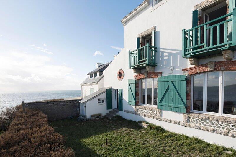 Villa des Roches - vue mer exceptionnelle, vacation rental in Quimperle
