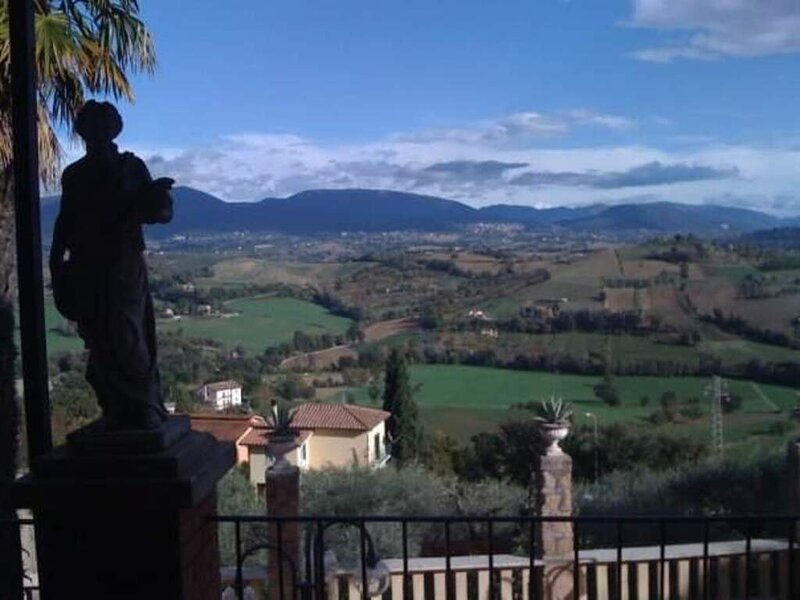 Inviting 3-Bed Apartment in Otricoli, vacation rental in Otricoli